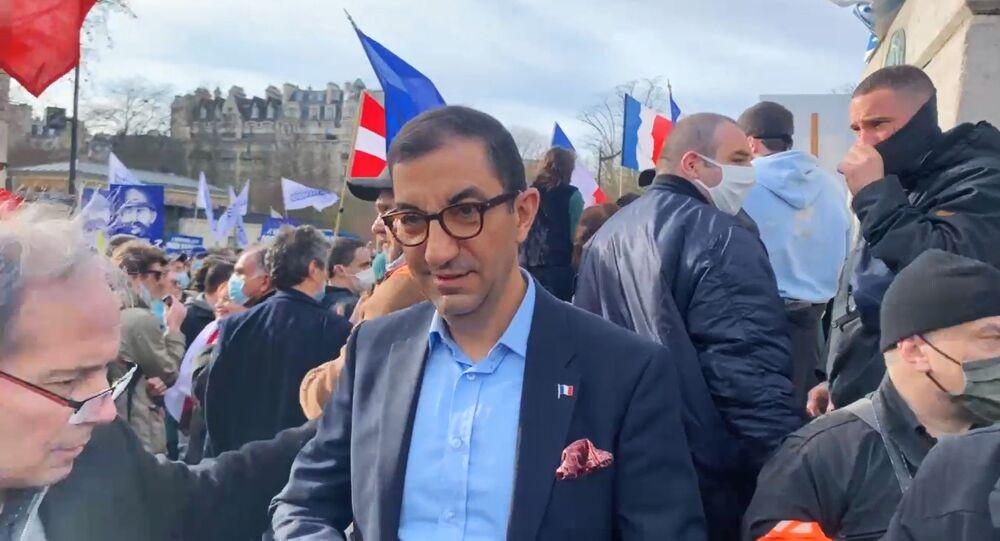 Jean Messiha lors de la manifestation contre la dissolution de Generation Identitaire, le 20 février 2021