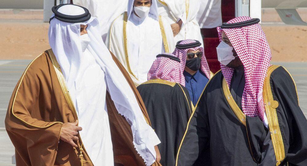 Mohamed ben Salmane et Tamim ben Hamad al-Thani le 5 janvier 2021 (Photo de BANDAR AL-JALOUD / Saudi Royal Palace / AFP)