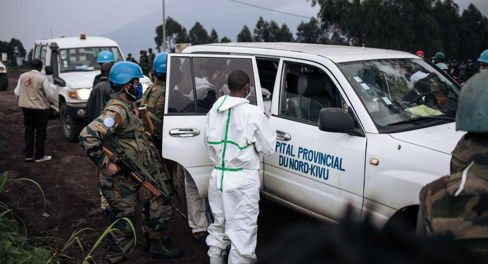 Une ambulance de l'hôpital du Nord-Kivu embarque le corps du chauffeur de l'ambassadeur italien