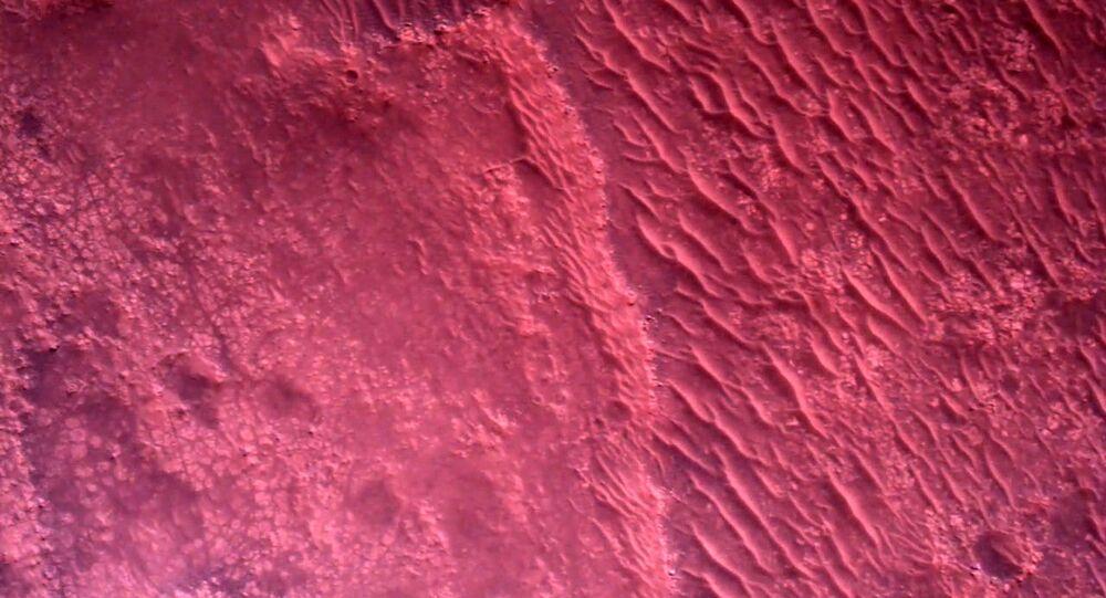 La surface de Mars (image prise par le rover Mars Perseverance)
