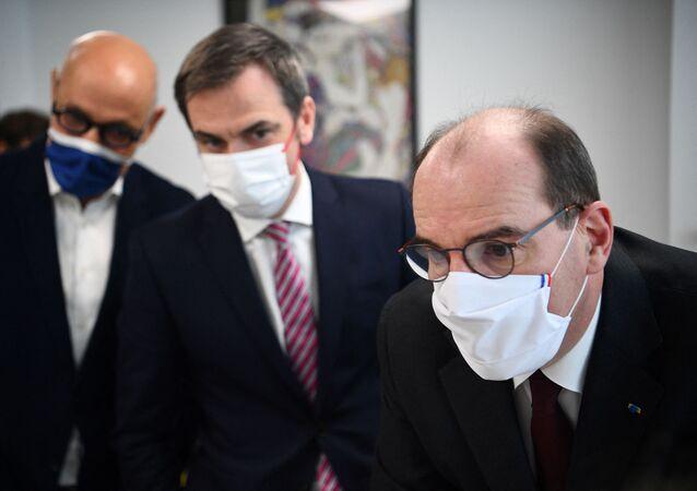 Jean Castex et Olivier Véran visitent un centre de santé