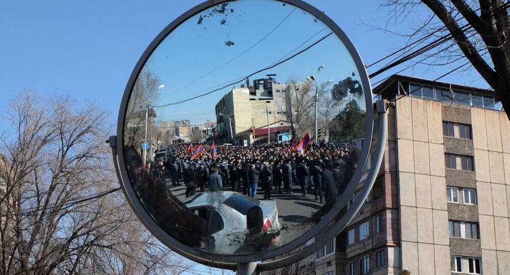 Une manifestation de l'opposition à Erevan, le 26 février 2021