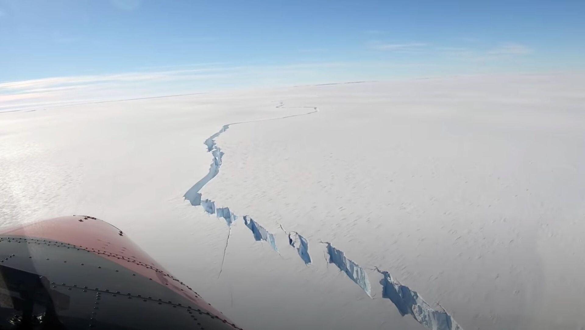 Un iceberg qui s'est détaché de la plateforme de glace de Brunt  - Sputnik France, 1920, 27.02.2021