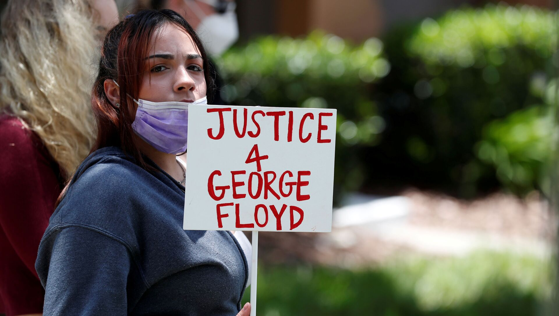 Une manifestante réclamant la justice pour George Floyd - Sputnik France, 1920, 13.03.2021