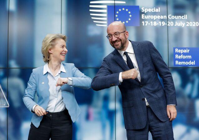 La présidente de la Commission européenne Ursula von der Leyen et le président du Conseil européen Charles Michel lors d'un sommet européen à Bruxelles, le 21 juillet 2020.