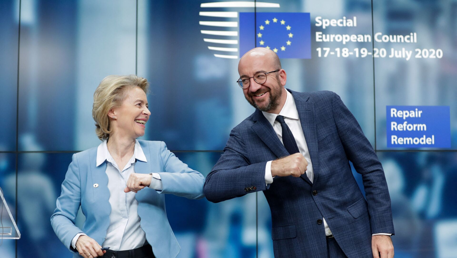 La présidente de la Commission européenne Ursula von der Leyen et le président du Conseil européen Charles Michel lors d'un sommet européen à Bruxelles, le 21 juillet 2020. - Sputnik France, 1920, 02.03.2021