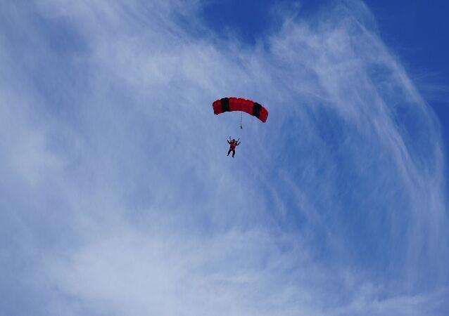 Un parachutiste (image d'illustration)