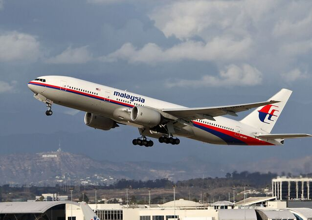Le Boeing 777-200ER, disparu le 8 mars 2014, pris en photo à Los Angeles un an avant sa disparition
