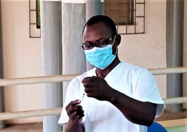 Extraction de vaccin covid 19 de sa outeille