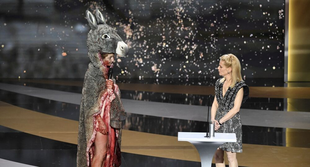 Corinne Masiero sur scène lors de la 46e cérémonie de César à l'Olympia à Paris, le 12 mars 2021