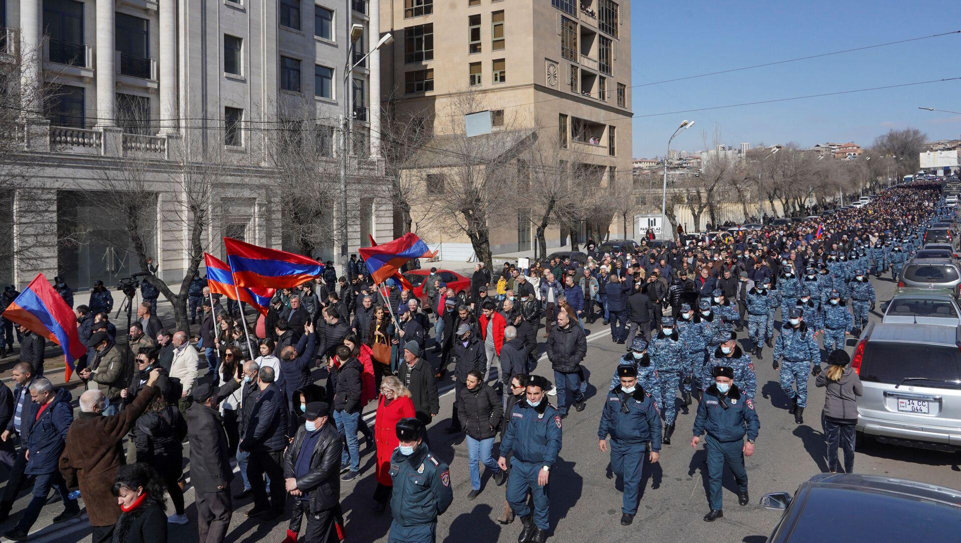 Manifestation de l'opposition pour demander la démission de Nikol Pachinian à Erevan, le 26 février 2021 - Sputnik France, 1920, 13.03.2021