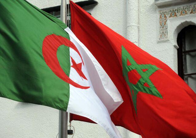 Drapeaux de l'Algérie et du Maroc