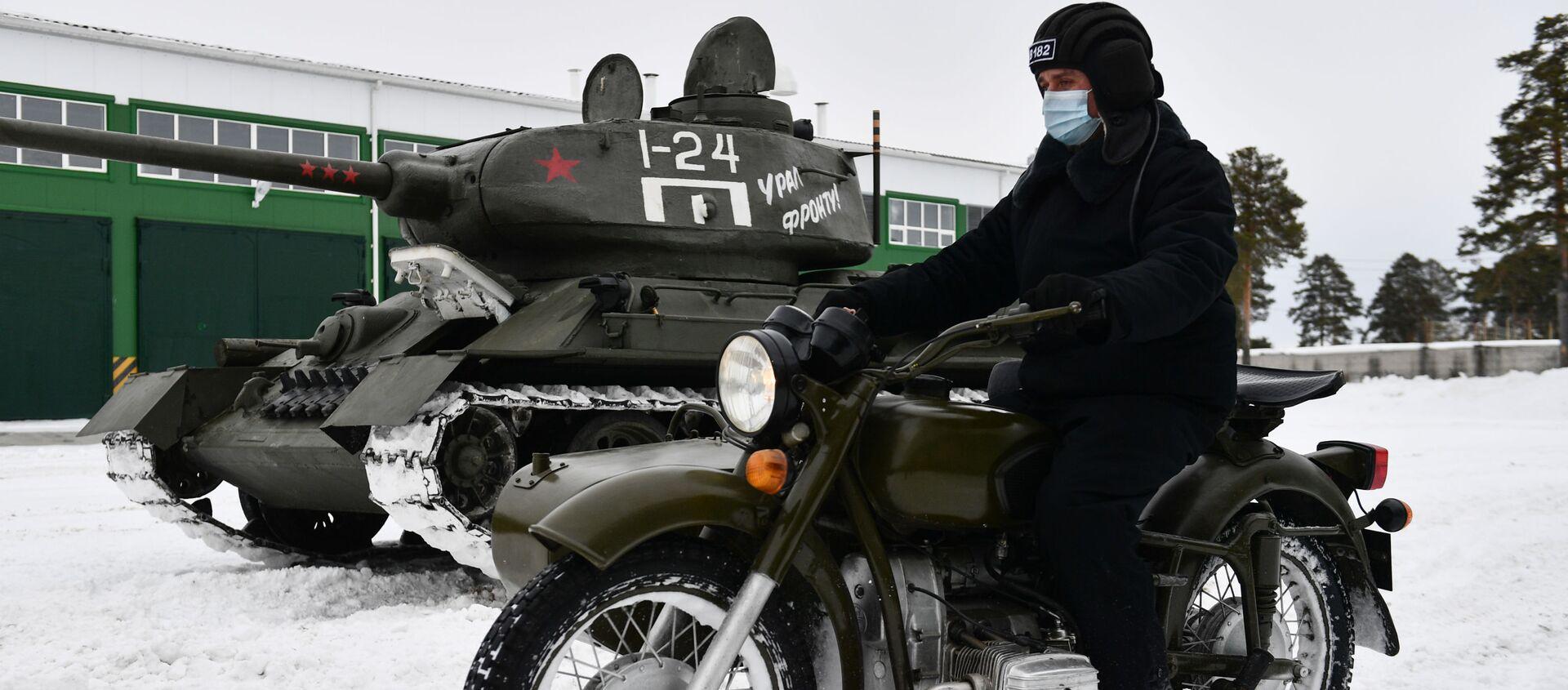Du char à la moto: comment le légendaire équipement militaire soviétique est préparé pour les défilés de la Victoire   - Sputnik France, 1920, 18.03.2021