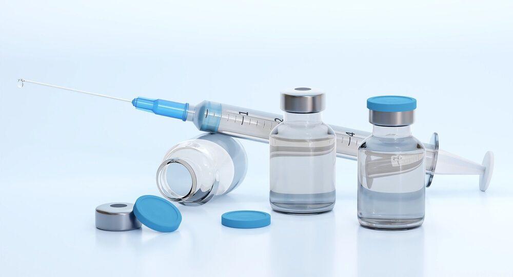 Un vaccin avec une seringue (image d'illustration)