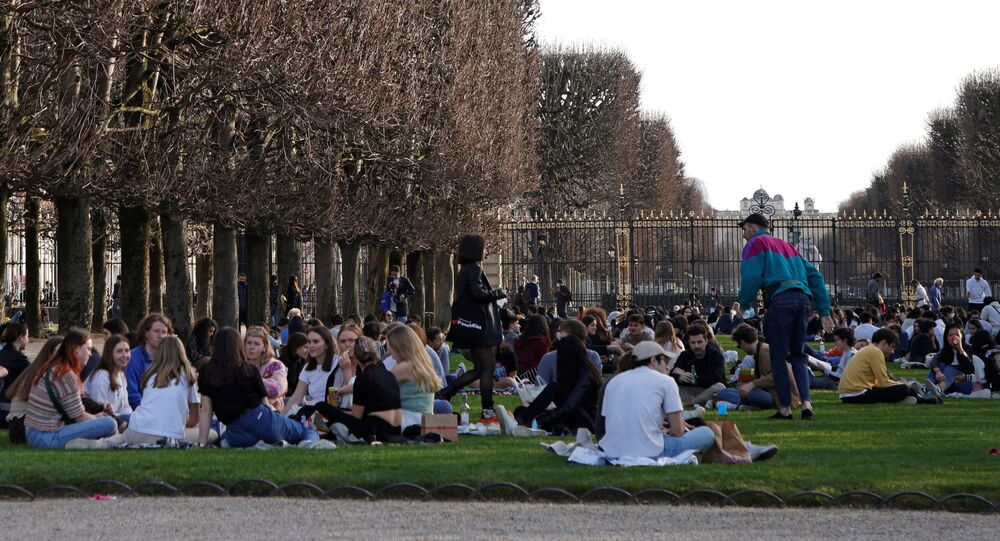 Au Jardin du Luxembourg à Paris en pleine épidémie de Covid-19, le 24 février 2021