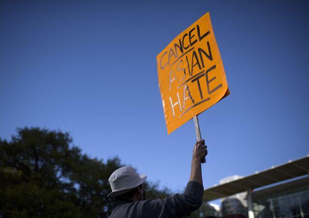 Xénophobie envers les personnes d'origine asiatique: une pancarte