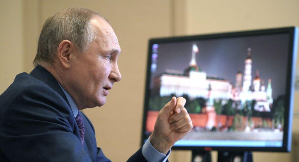 Vladimir Poutine lors d'une réunion consacrée aux questions de la production de vaccins et de la vaccination, le 22 mars 2021