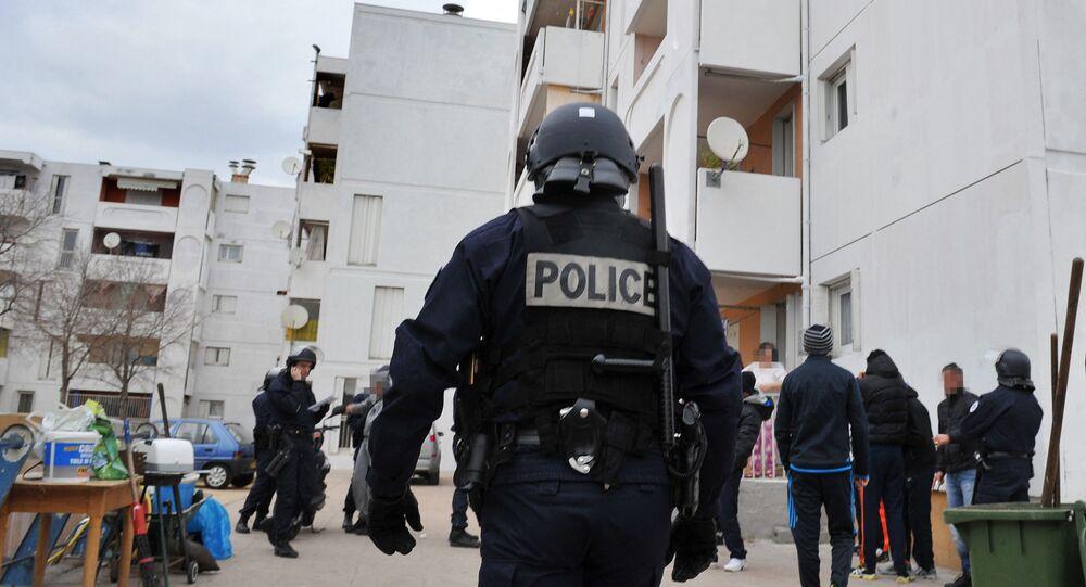 Des policiers français lors d'une opération de police contre la prolifération des stupéfiants et des armes dans les quartiers nord de Marseille, janvier 2012