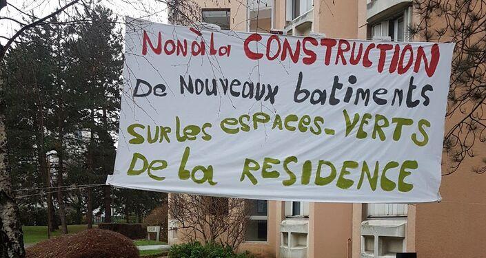 Des locataires de Bateliers-Antonini manifestent contre le projet de construction sur leurs espaces verts