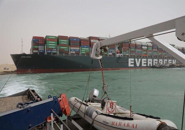 Le porte-conteneurs Ever Given bloque le Suez Canal, (Égypte, 25 mars 2021)