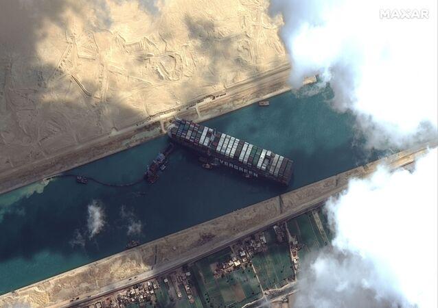 Le porte-conteneurs Ever Given bloque le canal de Suez (archive photo)