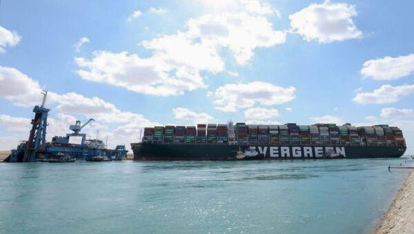 Le porte-conteneurs Ever Given s'est échoué dans le canal de Suez - Sputnik France