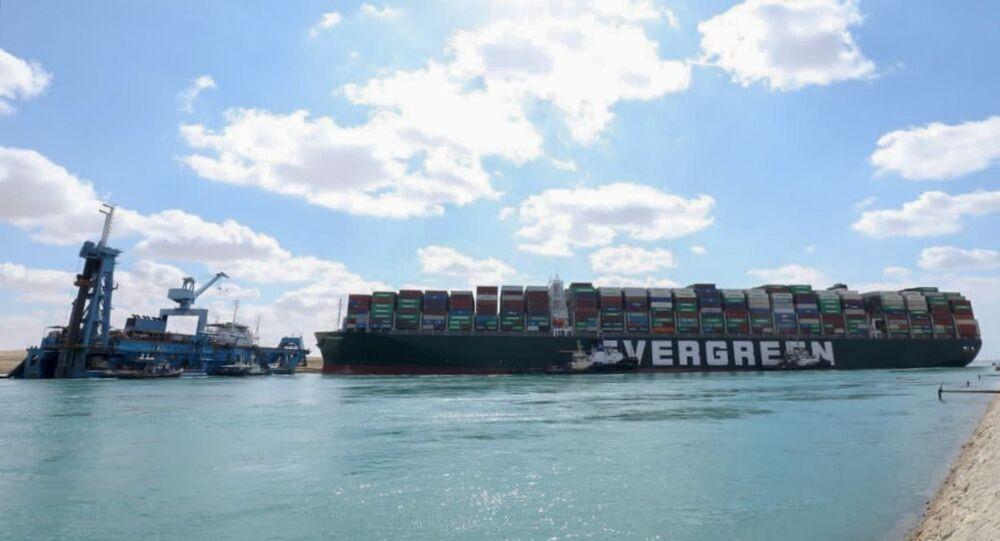 Le porte-conteneurs Ever Given s'est échoué dans le canal de Suez