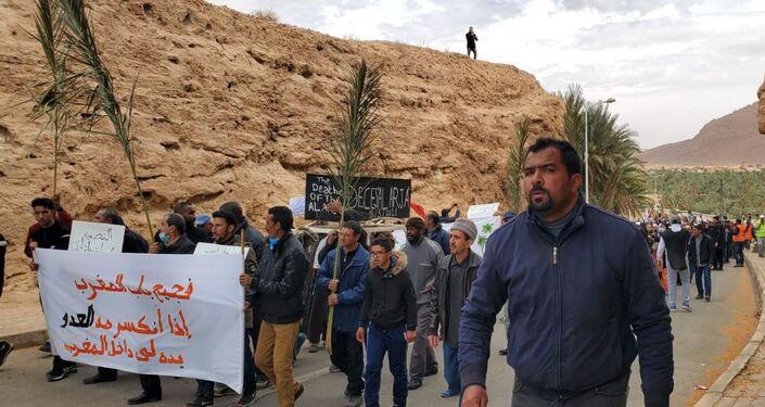 Des vues de la marche et du sit-in qui s'en est suivi, jeudi 18 mars à Figuig, à l'extrême-est du Maroc