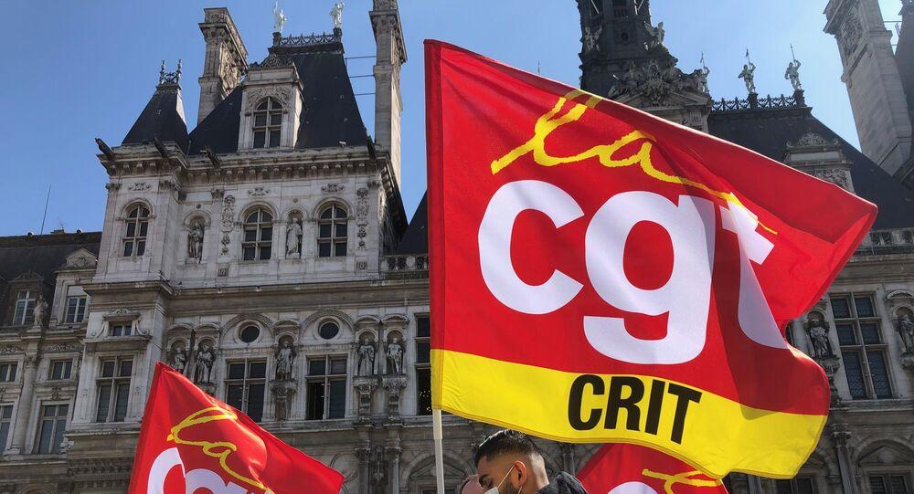 Une manifestation d'intermittents de l'emploi devant l'Hôtel de Ville à Paris, 2 avril 2021