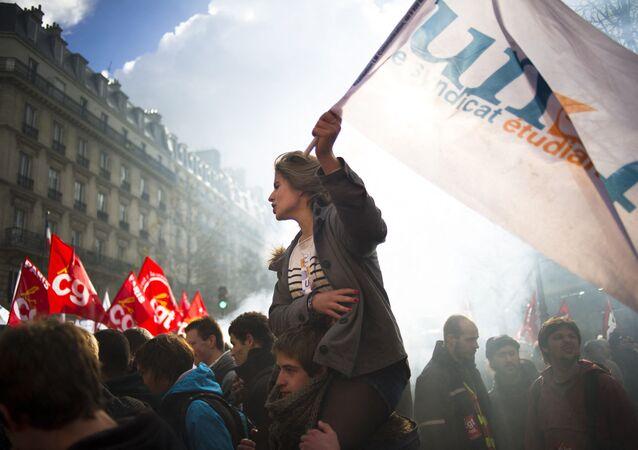 Une étudiante de l'Union nationale des étudiants de France (UNEF) lors d'une manifestation contre la réforme des retraites, octobre 2010