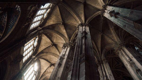 Dans une église - Sputnik France