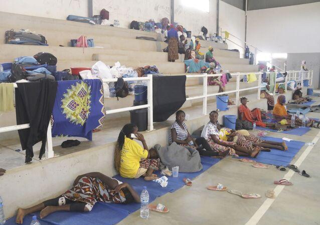 Des réfugiés trouvent abri dans un centre à Afungi, au Mozambique, après avoir fui les attaques à Palma dans le nord du pays, le 2 avril 2021