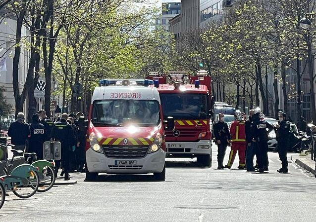 Situation devant l'hôpital Henri-Dunant à Paris