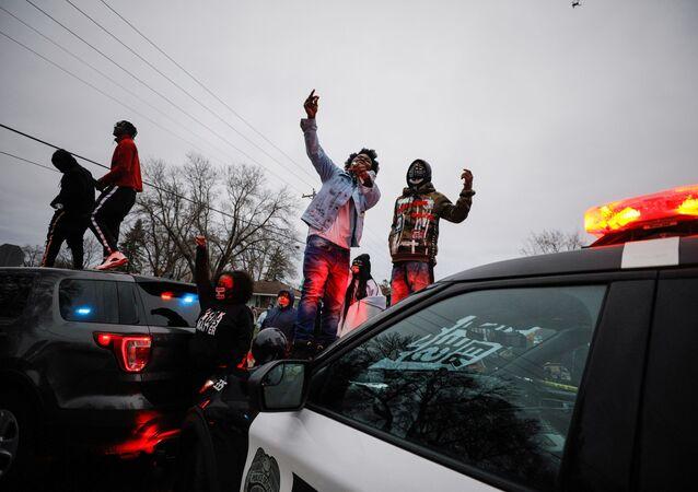 Manifestations à Minnesota après la mort de Daunte Wright, le 11 avril 2021