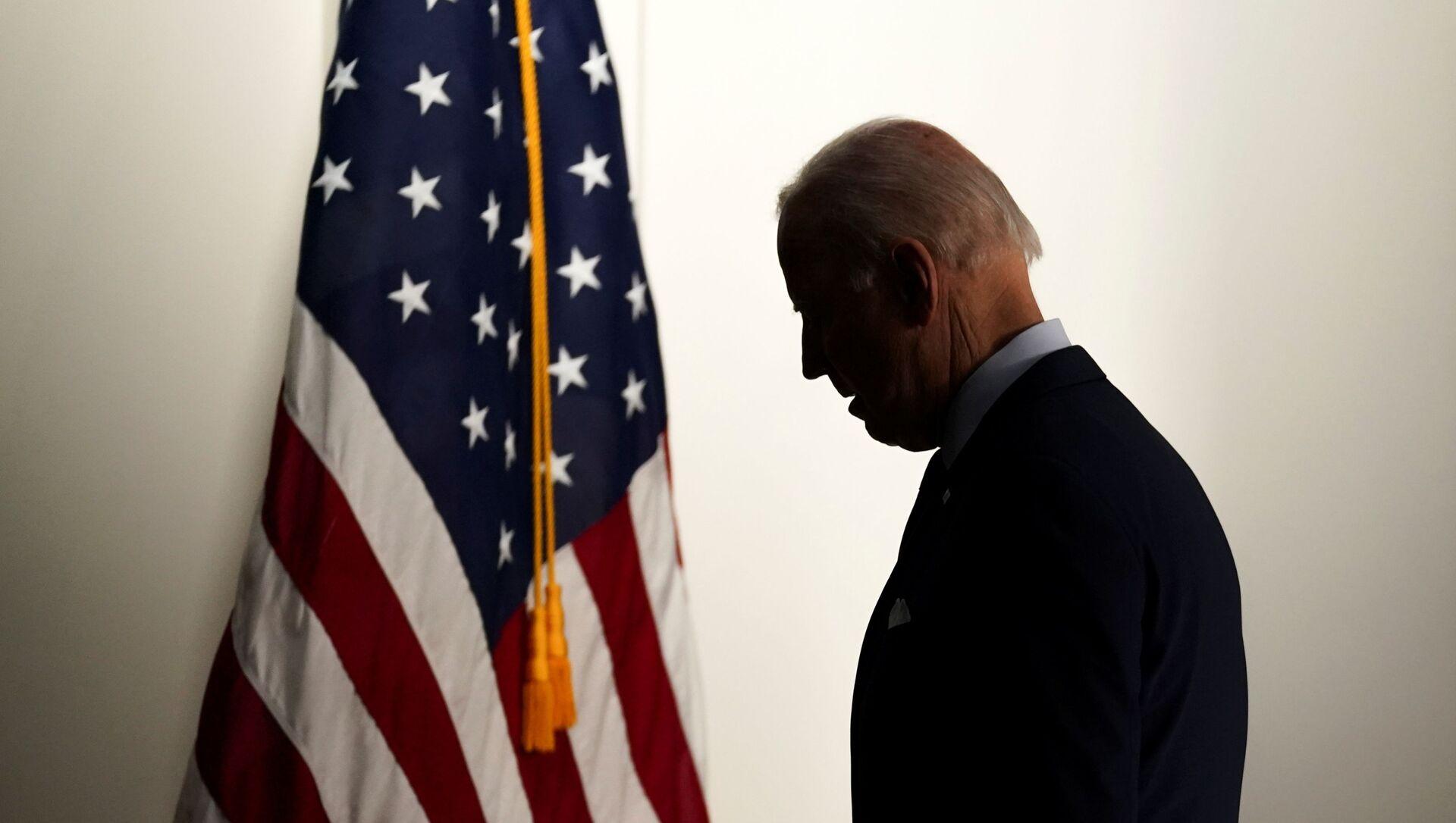Le président américain Joe Biden quitte la salle après avoir parlé de l'emploi et de l'économie à la Maison Blanche à Washington, États-Unis, le 7 avril 2021. REUTERS/Kevin Lamarque - Sputnik France, 1920, 12.08.2021
