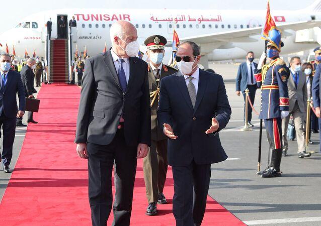 Le Président tunisien Kaïs Saïed et le Président égyptien Abdel Fatah al-Sissi au Caire, le 9 avril 2021