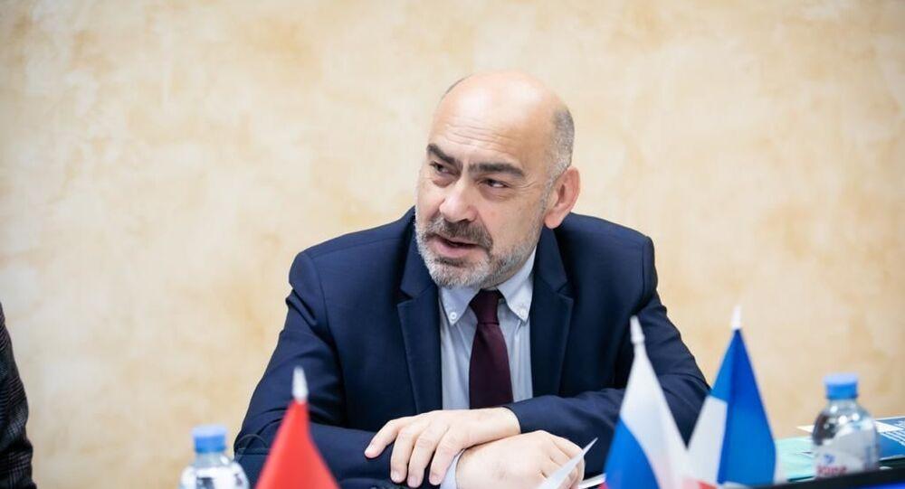 Alain Duflot lors d'une conférence à l'Université d'État de Moscou