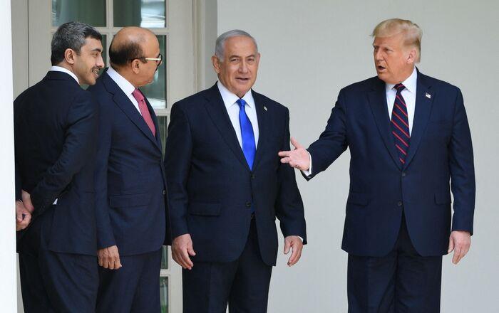 Donald Trump et Benjamin Netanyahu, avec les MAE du Barhein et des Émirats arabes unis