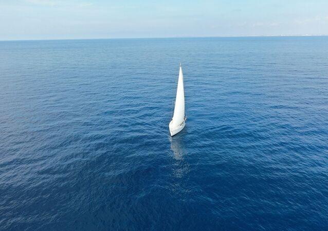 un bateau à voile