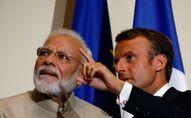 Narendra Modi et Emmanuel Macron en 2019 (Photo by PASCAL ROSSIGNOL / POOL / AFP)