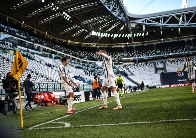 Cristiano Ronaldo et Federico Chiesa fêtent un but marqué avec la Juventus Turin contre le Napoli, avril 2021