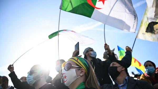 Des manifestants algériens  - Sputnik France