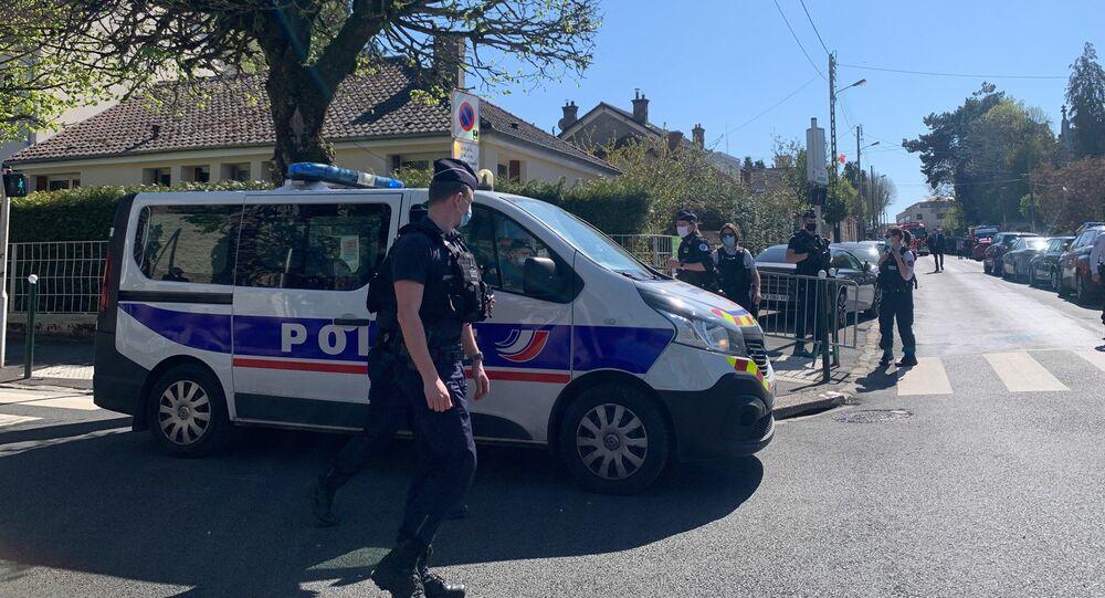 Situation devant le commissariat de Rambouillet après l'attaque au couteau, 23 avril 2021
