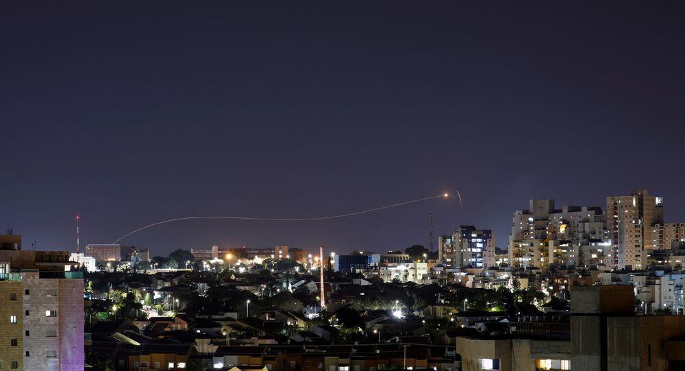 Le système de défense antimissile Dôme de fer intercepte une roquette tirée depuis la bande de Gaza, le 24 avril 2021
