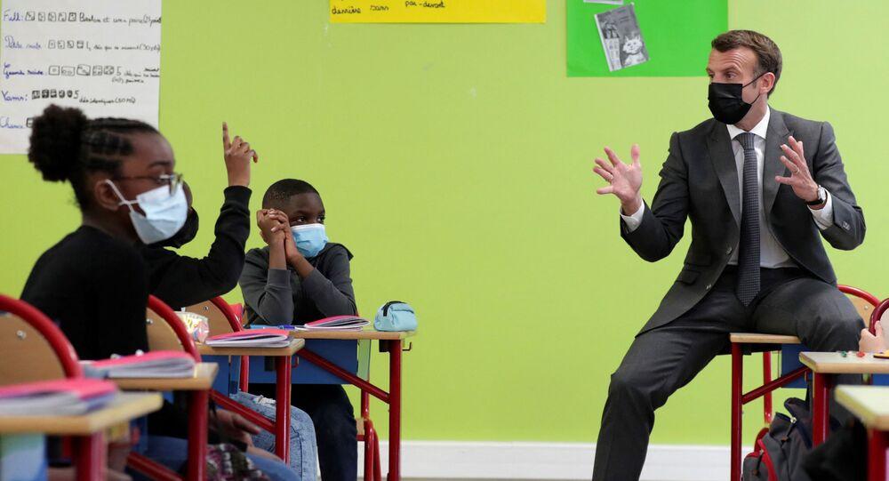 Macron en visite dans une école à Melun