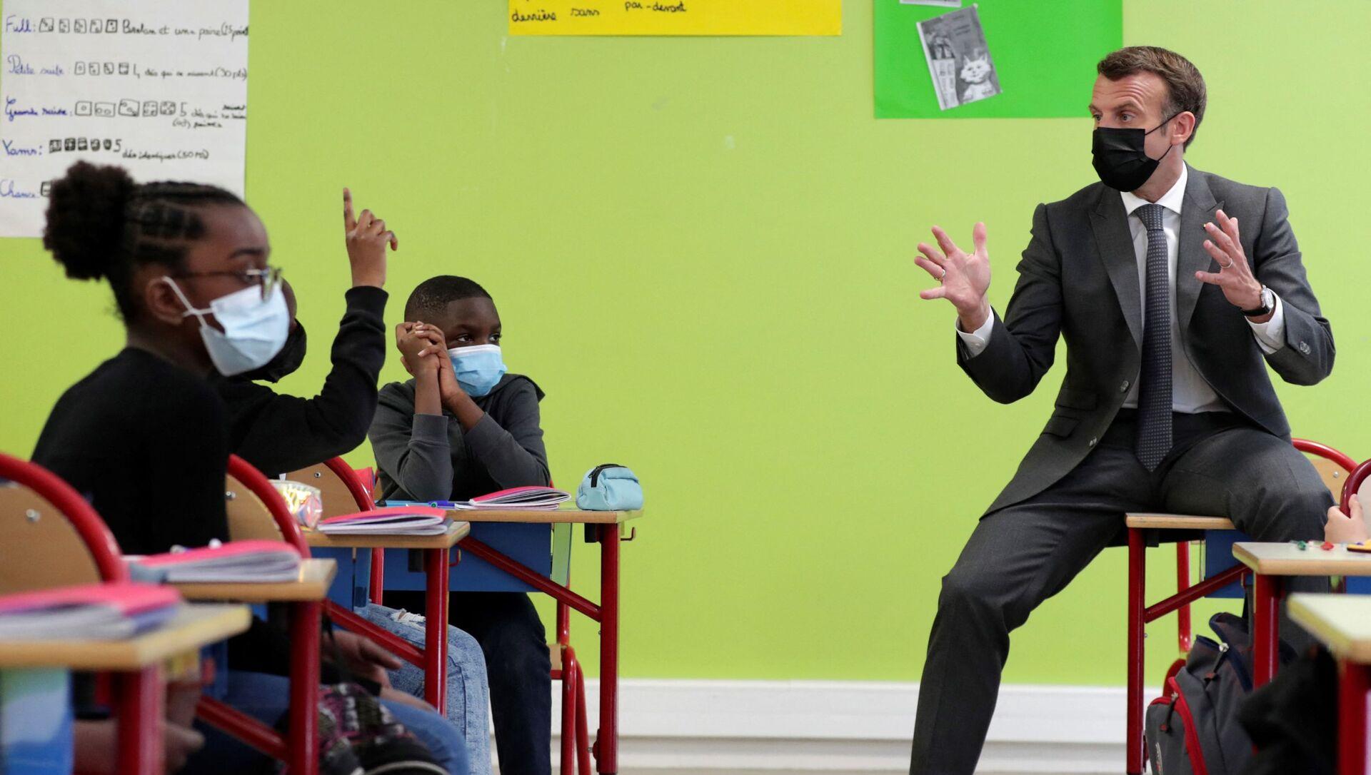 Macron en visite dans une école à Melun - Sputnik France, 1920, 01.09.2021
