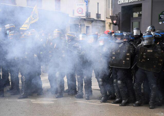 Les forces de l'ordre déployés pendant la manifestation du 1er mai à Paris, en 2021