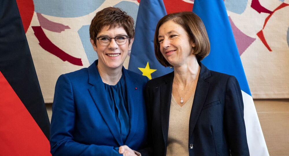 Florence Parly et Annegret Kramp-Karrenbauer, à l'Hotel de Brienne le 20 février 2020, après la signature du contrat du SCAF avec l'Espagne