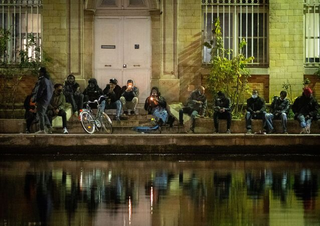Des fumeurs de crack à Paris