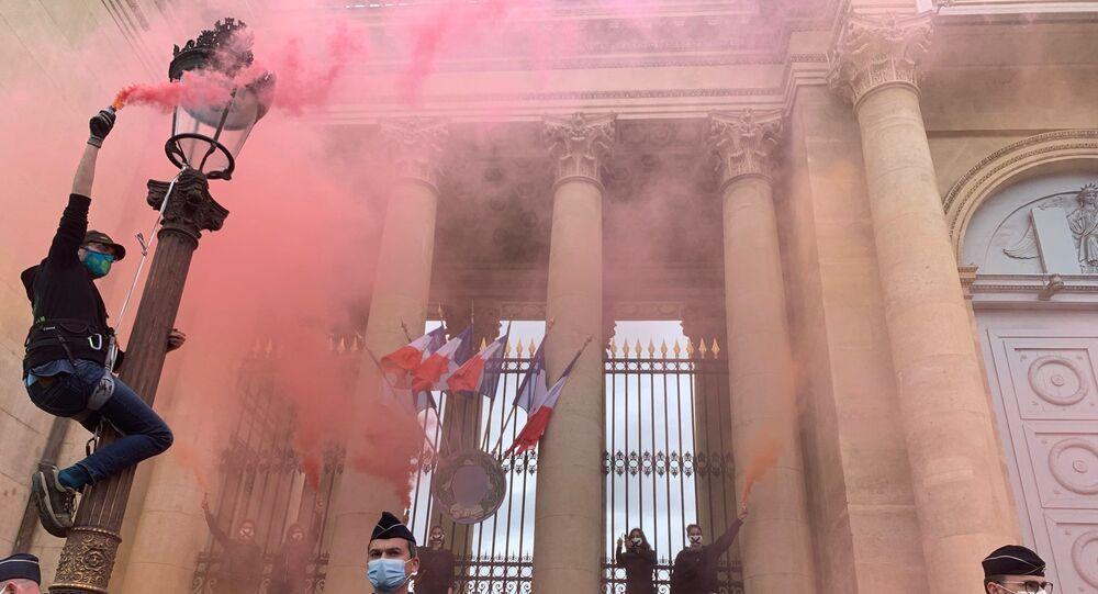 Action d'Extinction Rebellion à l'Assemblée nationale, 4 mai 2021